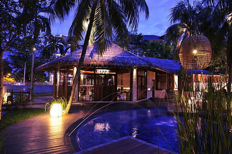 Villa Samadhi di waktu malam