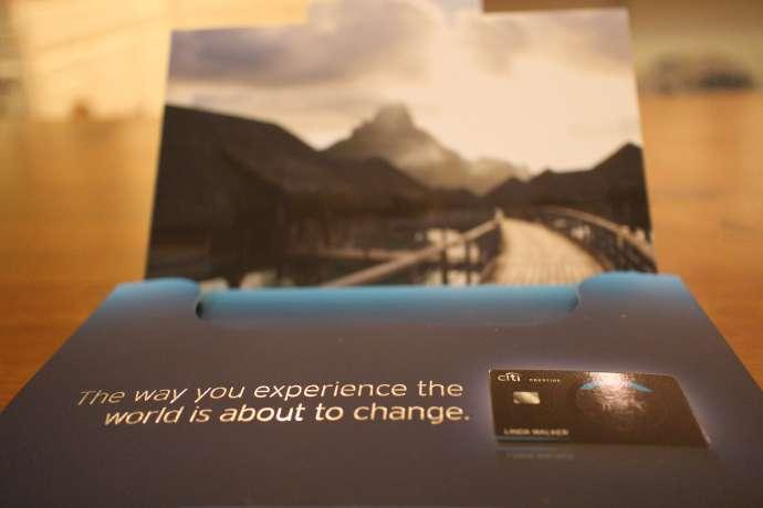打開來第一個看到的就是一張大大的 Bora Bora 火山, 期待有一天能飛去那邊的水上屋玩