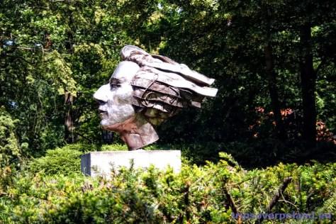 Rzeżba przedstawiająca Fryderyka Chopina