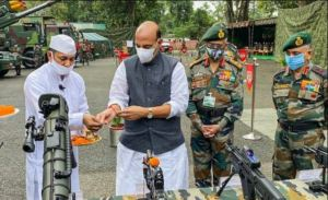 Defense Minister performs Shashtra Puja, said- Army will not let anyone take even an inch of our land
