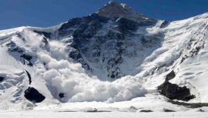 Army post hit by avalanche in Kashmir