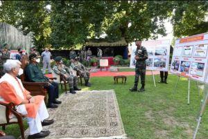 Jammu and Kashmir: President Kovind talks to soldiers