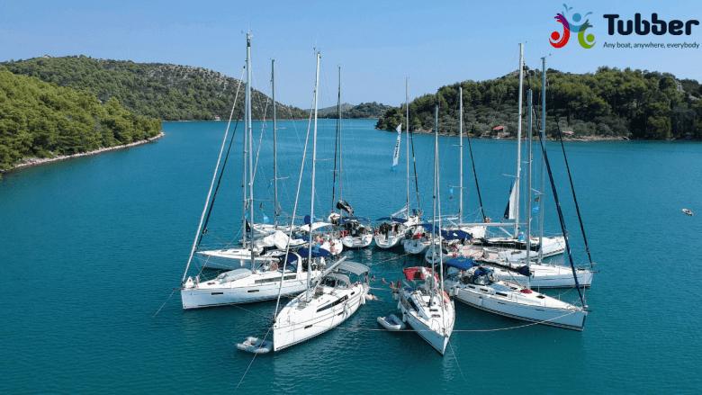 Ankeren in een baai meezeilen in een flottielje, goed voor beginners