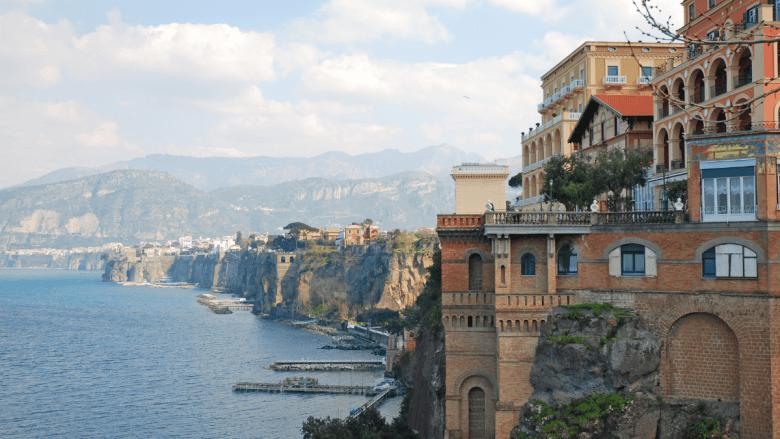 Uitzicht langs de kust van Sorrento