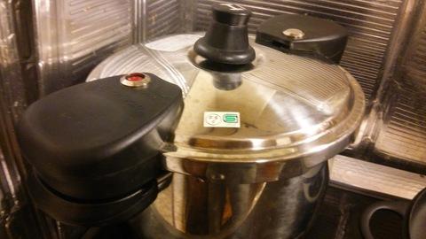 圧力鍋で15分煮込みました