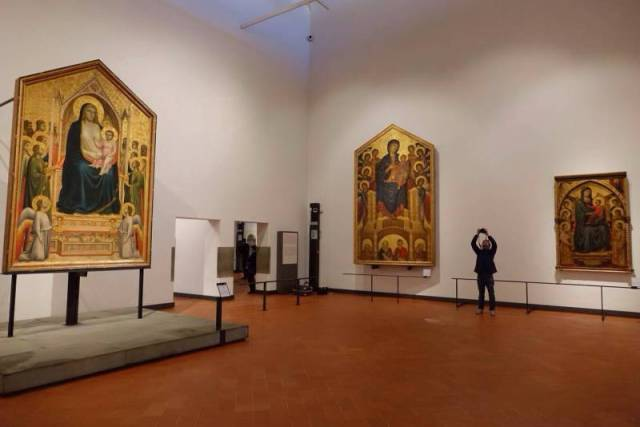 02 The three monumental Madonnas by Cimabue, Duccio di Buoninsegna and Giotto