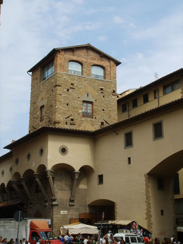 04 The Mannelli Tower surrounded by the Vasari Corridor