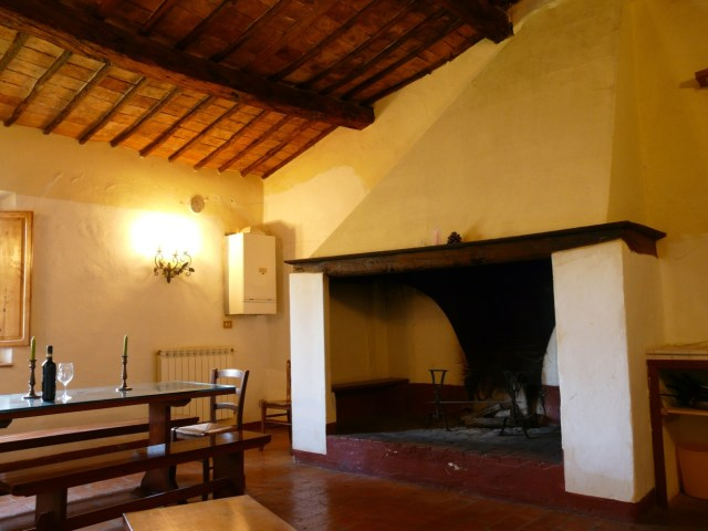 06 The typical Leopoldine fireplace inside one of the flats