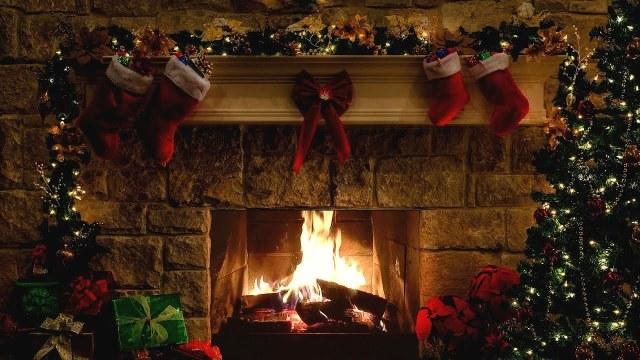 Italian Christmas fireplace