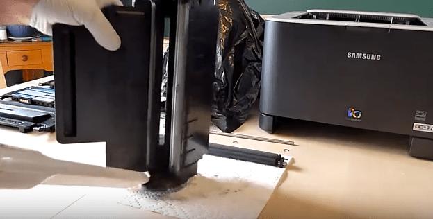 Samsung Dumping and vacuuming toner