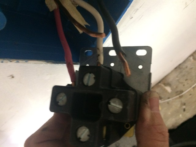 Tight wiring connections to outlet