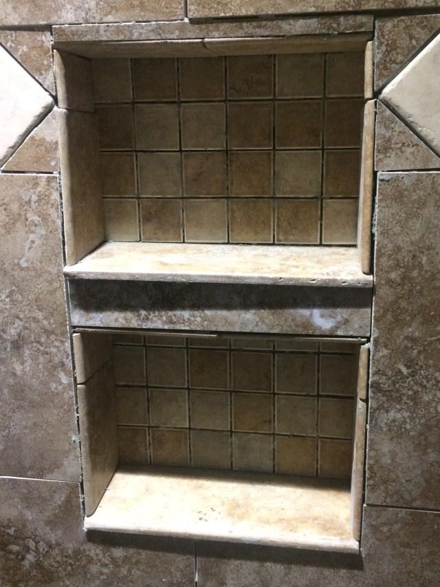 Shower niche with short shelves