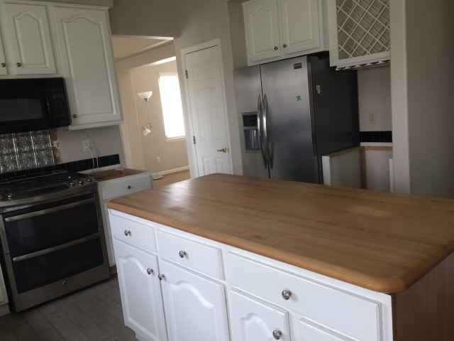 Butcher block, stove and knobs