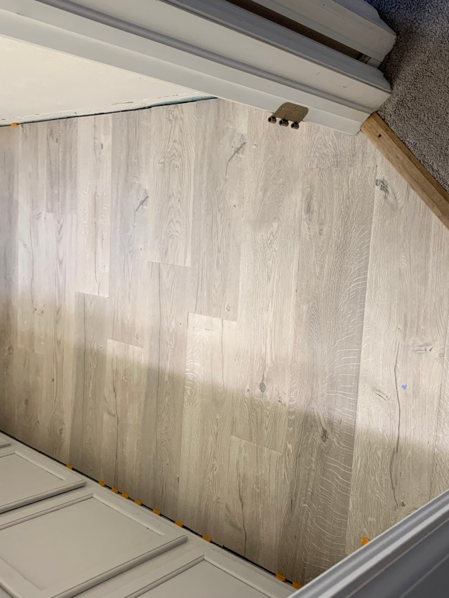 Floor without baseboards