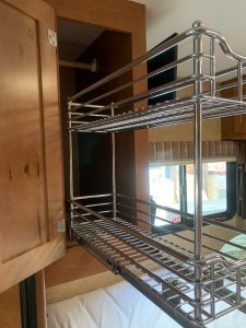 Narrow cabinet pull out