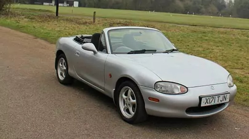 Mazda MX5 mk2 (C) Motoring Research