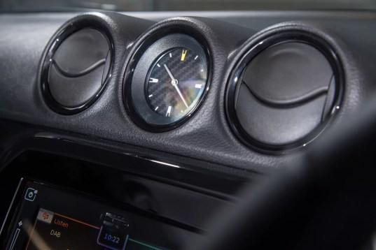Special Edition Suzuki Vitara Kuro carbon analogue clock