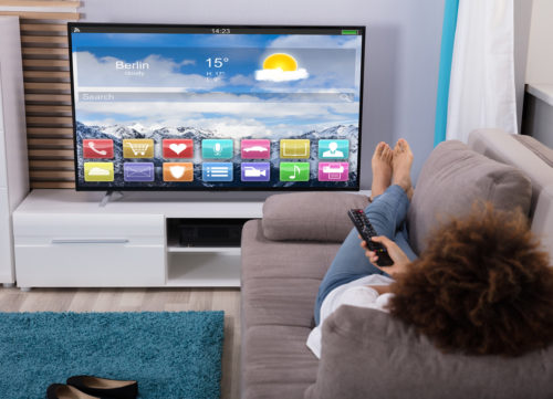 comment fixer sa tv au mur guide