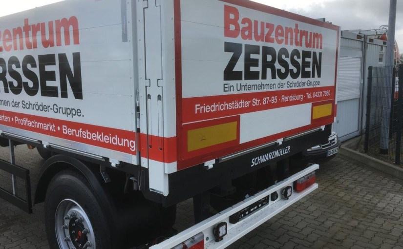 Auslieferung Schwarzmüller Anhänger Bauzentrum Zerssen
