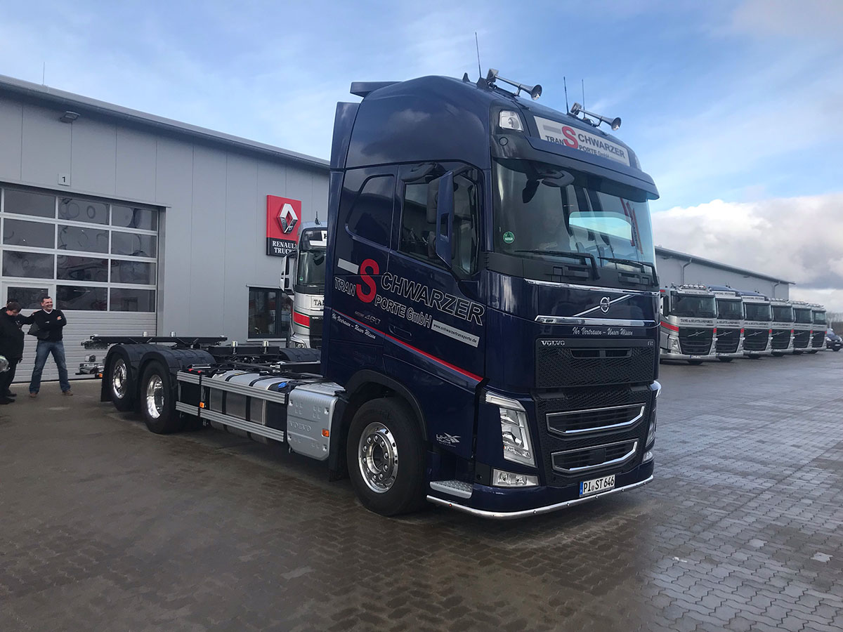 2019-03-02-schwarzer-transporte-fahrgestell-volvo-fh-4