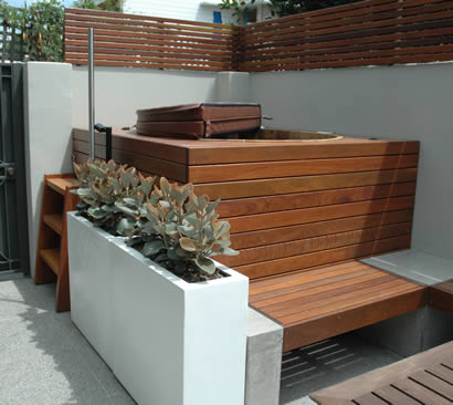 Ukko Cedar Hot Tub fitted in to a small backyard