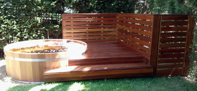 Tub with deck