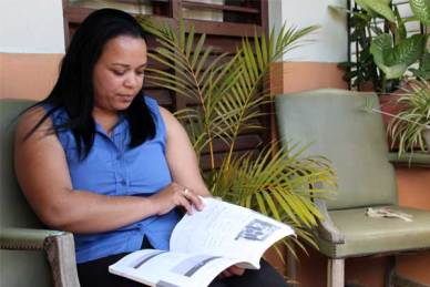 Alicia, from the Dominican Republic, is an Unbound scholar and mother of a sponsored child. She studies hard so she can get a better job to support her family.