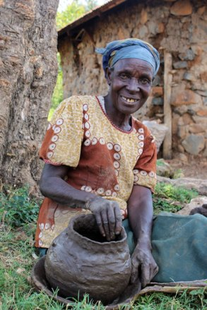 Serfina makes a pot using clay she and her grandchildren collected from a nearby river.