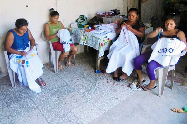 From left: Ambrocia, her daughter-in-law Sofia and her daughters Viviana and Clara. They work together to make the number of blankets ordered by Unbound.