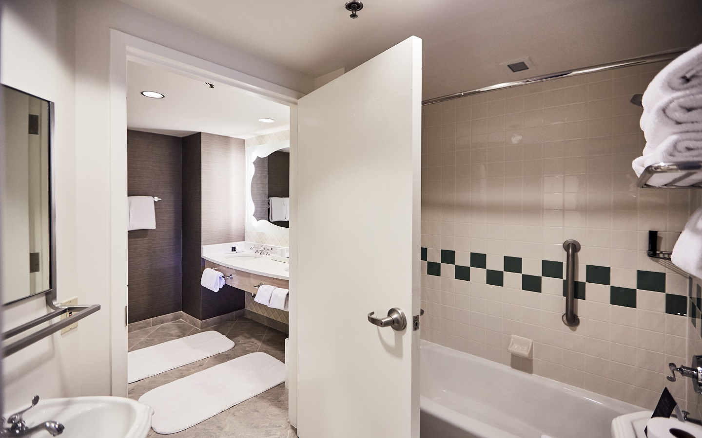 Hard Rock Hotel - Kids Rock Star Suites - Extended Bathrooms