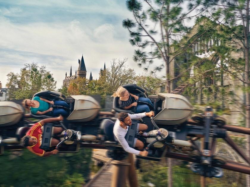 Montaña rusa de aventuras en moto de criaturas mágicas de Hagrid
