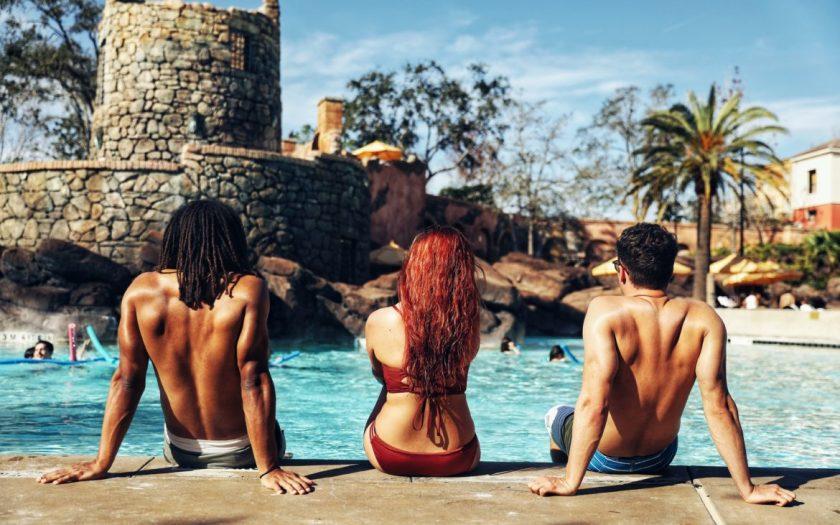 Loews Portofino Bay Hotel junto a la piscina