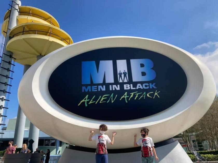Hombres de negro ataque alienígena