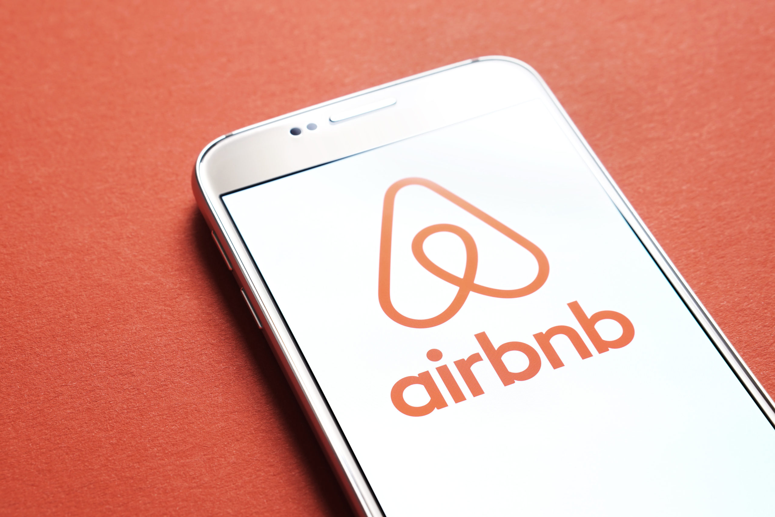 This is How a Freelance Workforce Can Save Airbnb from Going Bankrupt