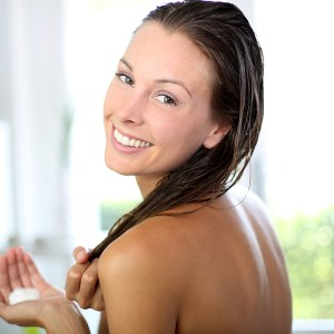 """3 Tips for Making the Switch to a """"No Poo"""" Hair Cleanser"""