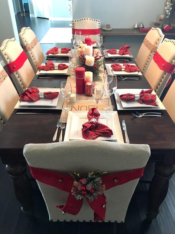 fitas de natal decorando cadeiras