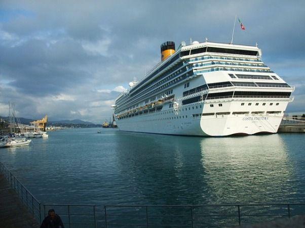 Costa Fortuna en el puerto de Savona