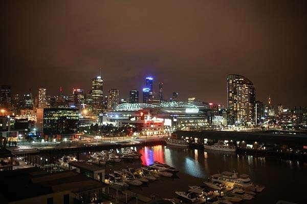 Puerto de Melbourne de noche