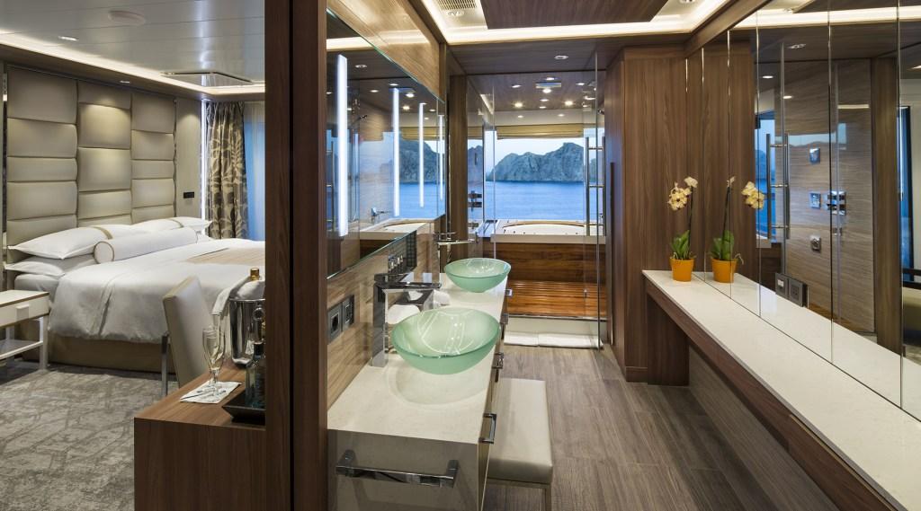 Cabina suite en el Azamara Journey