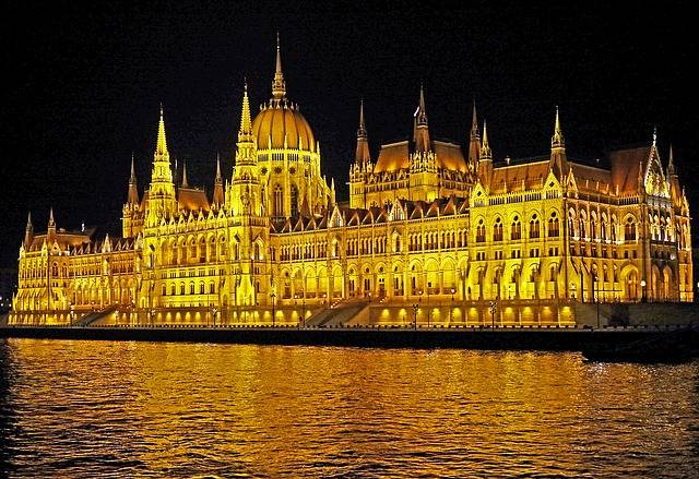 Budapest, el Parlamento de noche