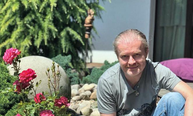 Pavel Šporcl na zahradě