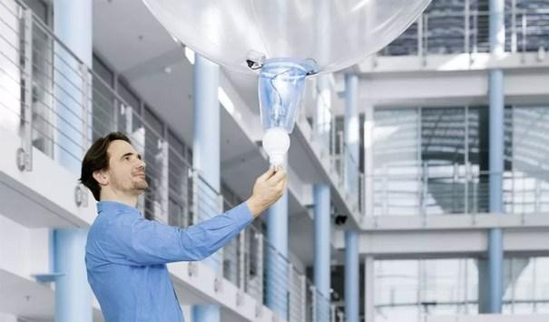 El drone de helio durante una presentación