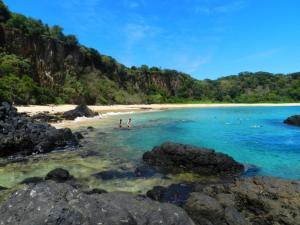 Banho de mar na praia do Sancho