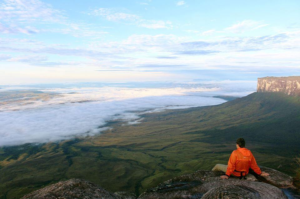 Acima das nuvens no trekking do Monte Roraima