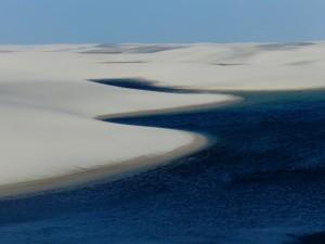 Lagoa durante travessia dos Lençóis Maranhenses