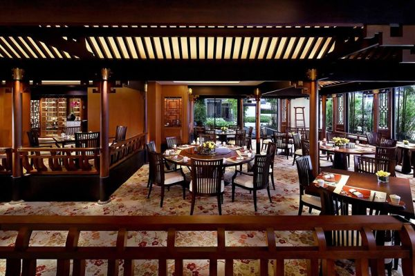 chinese wooden theme of restaurant by mandarin oriental singapore