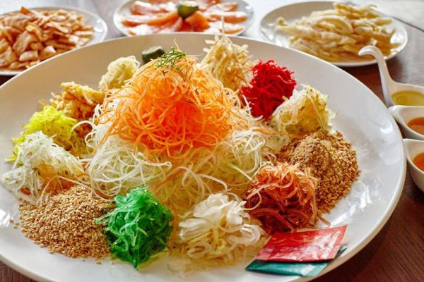 chinese yu sheng served on the plate