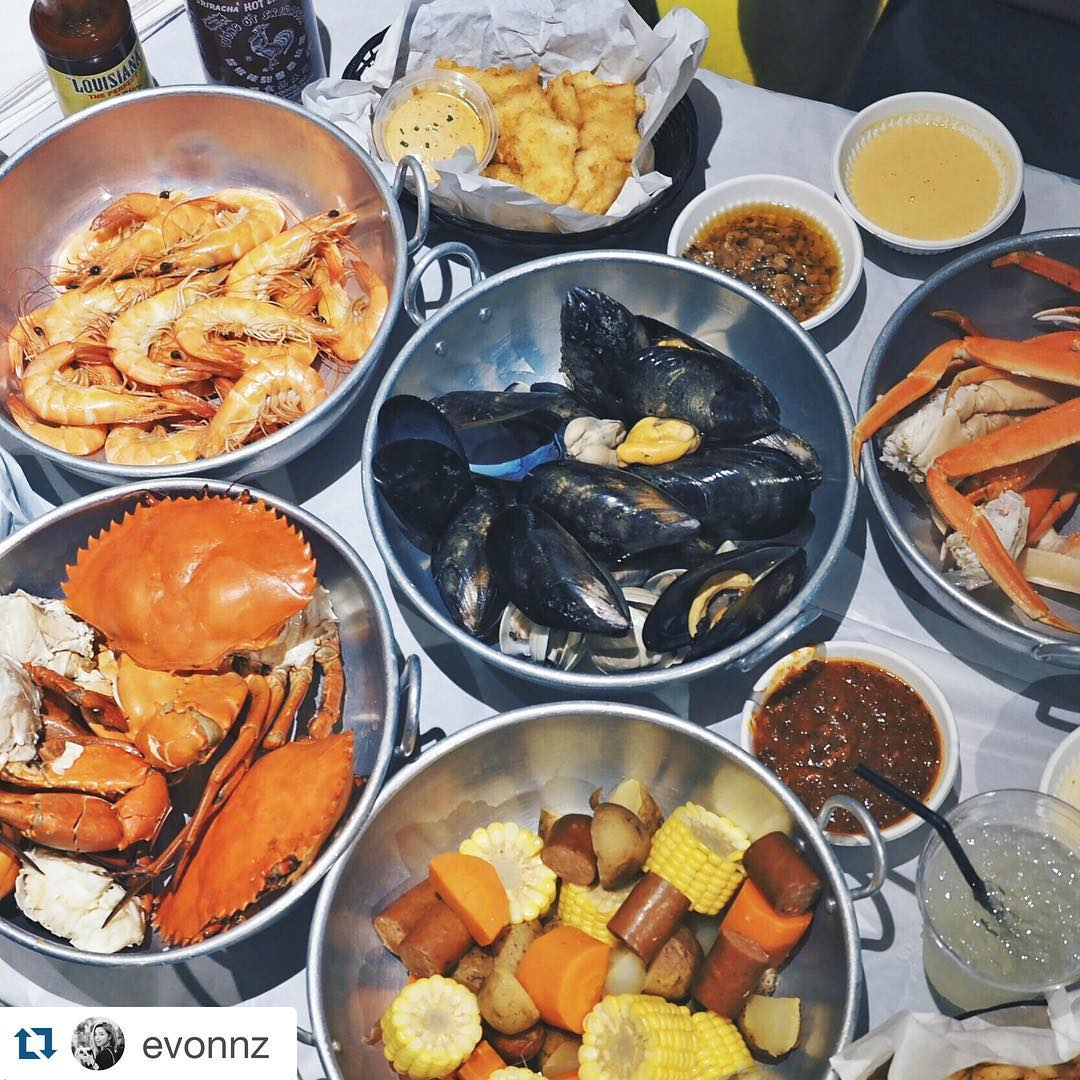best-seafood-restaurants-singapore-venuerific-blog-dancing-crab-food