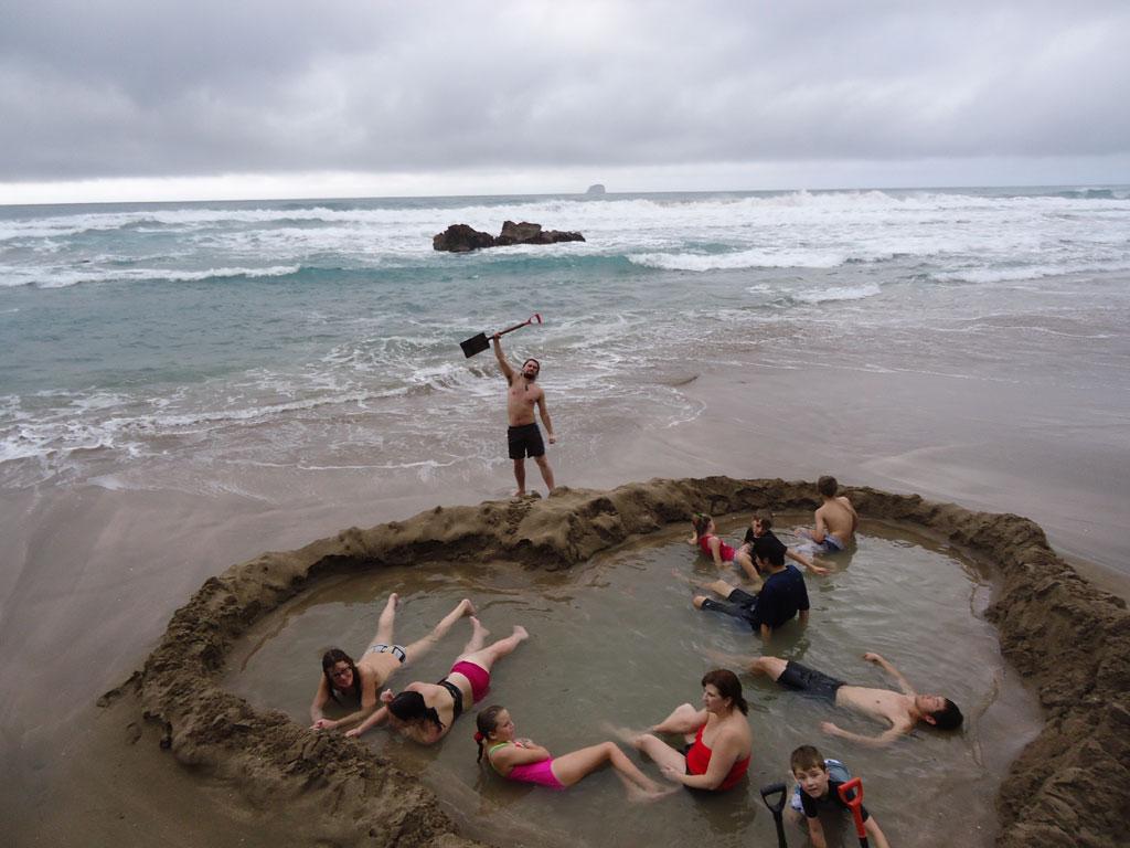 strangest-beaches-venuerific-blog-hotwater-beach-new-zealand