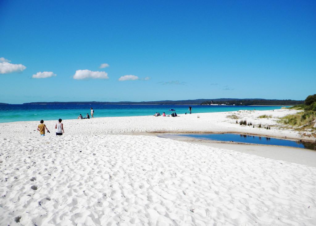 strangest-beaches-venuerific-blog-hyam-beach-white-sand
